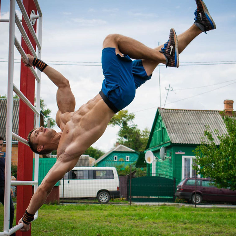 Денис минин - биография, программа тренировок, фото и питание уличного воркаутера