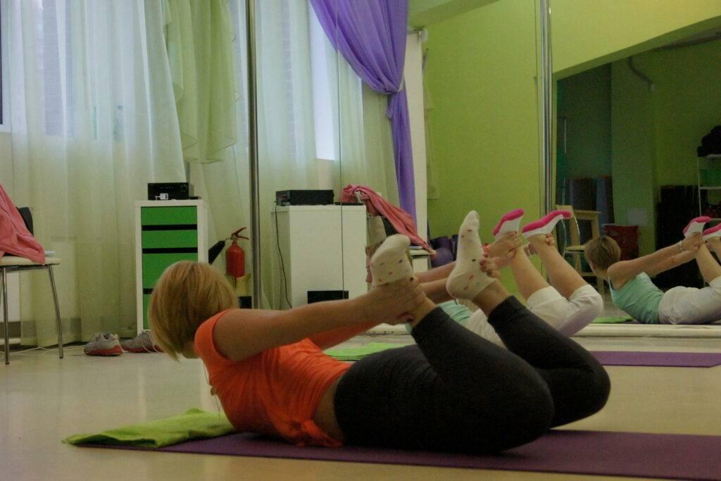 Гимнастика для суставов ног: упражнения в домашних условиях: комплексы лечебной физкультуры для крепких сочленений, растяжка и разбор лфк от врачей на видео | статья от врача