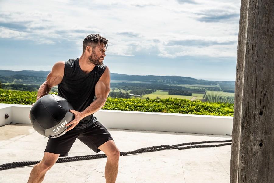 Тренируйся как тор: как крис хемсворт готовился к съемкам, используя собственный вес | brodude.ru