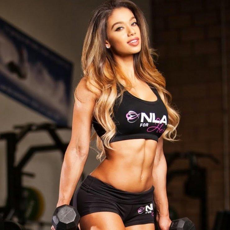 Лаис ДеЛеон — бразильская фитнес-красотка
