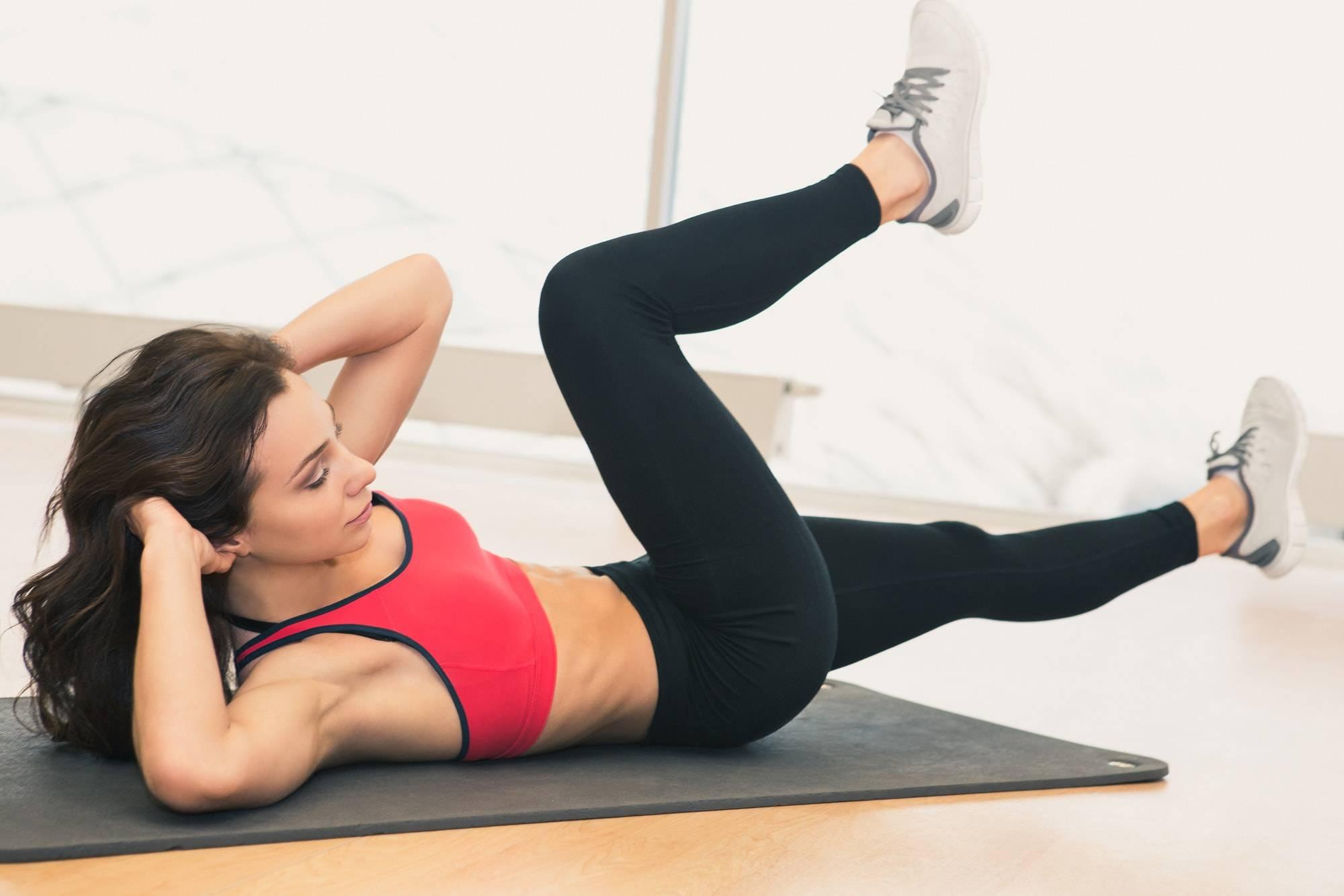 Как накачать пресс девушке: полезные рекомендации и эффективные упражнения