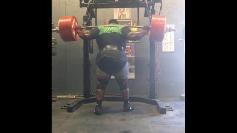 Выполнен присед со штангой почти 600 кг! Видео мирового рекорда