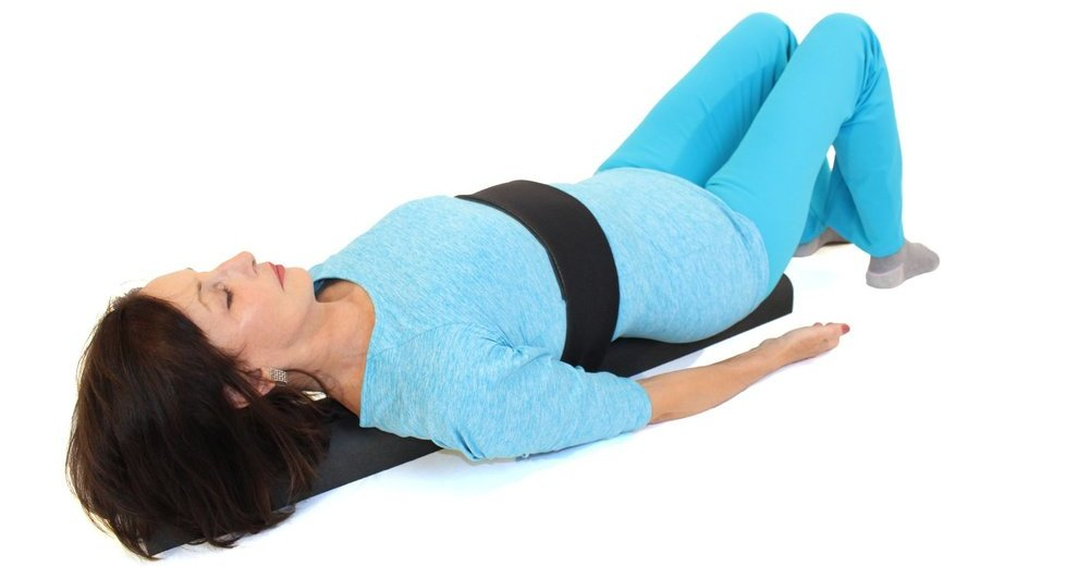 Всего 1 упражнение на валике: выпрямить спину, стать стройнее и даже