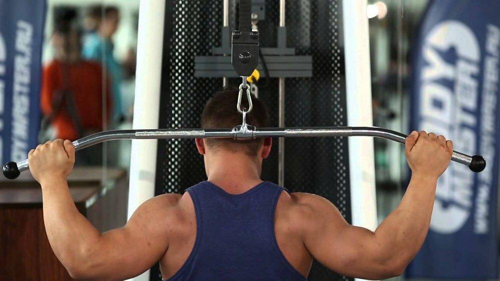 Тяга верхнего (вертикального) блока к груди: как делать, чем заменить?