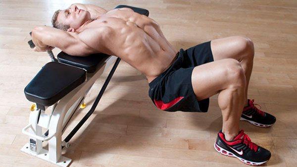 Сведение рук в кроссовере на низ и верх грудных мышц: техника в положении стоя и лежа