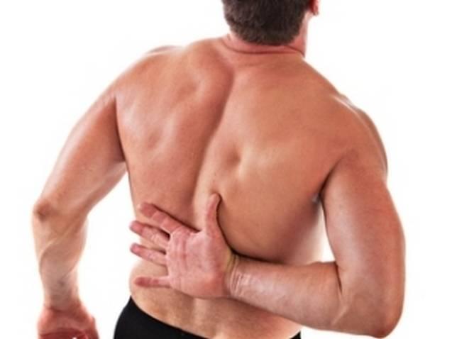 Почему болит спина в области лопаток?