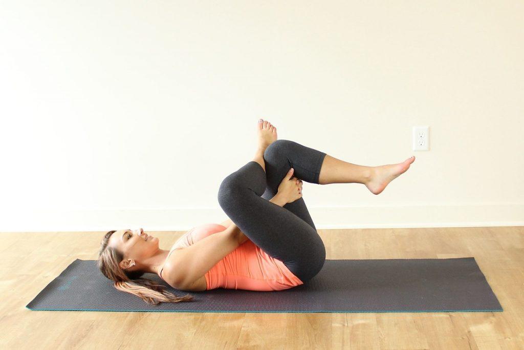 Йога-растяжка для начинающих (на шпагат, спины и позвоночника): комплекс упражнений (асаны), видео