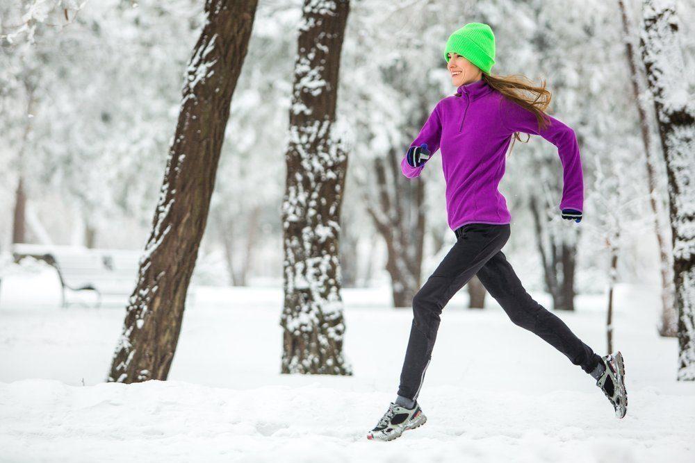 Как бегать зимой на улице - советы по экипировке, температурный режим, осторожность, дыхание