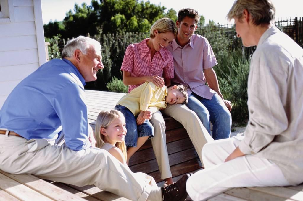 Старые дети: почему мыостаемся сродителями, когда нам уже далеко невосемнадцать — нож