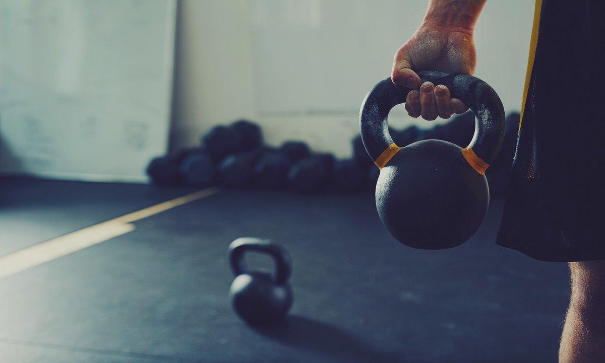 Топ 20 упражнений с гирей 16, 24, 32 кг в домашних условиях для мужчин и девушек