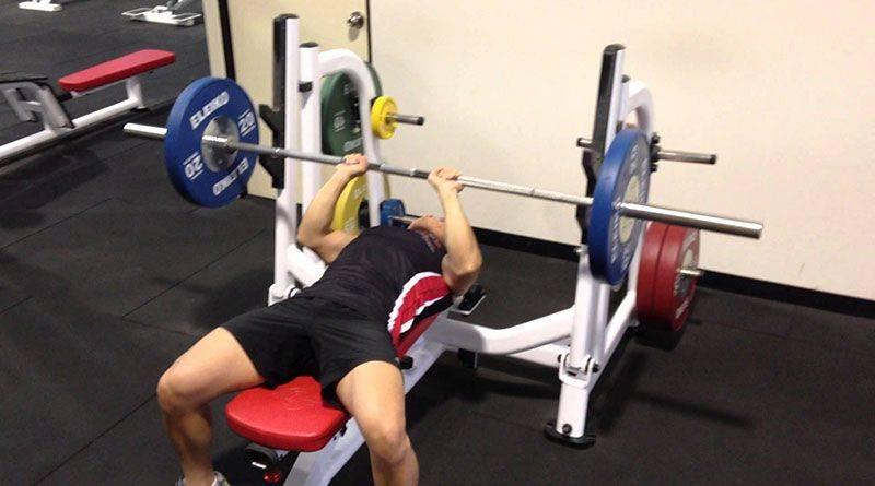 Упражнения со штангой в домашних условиях: недельная программы тренировок для мужчин и девушек