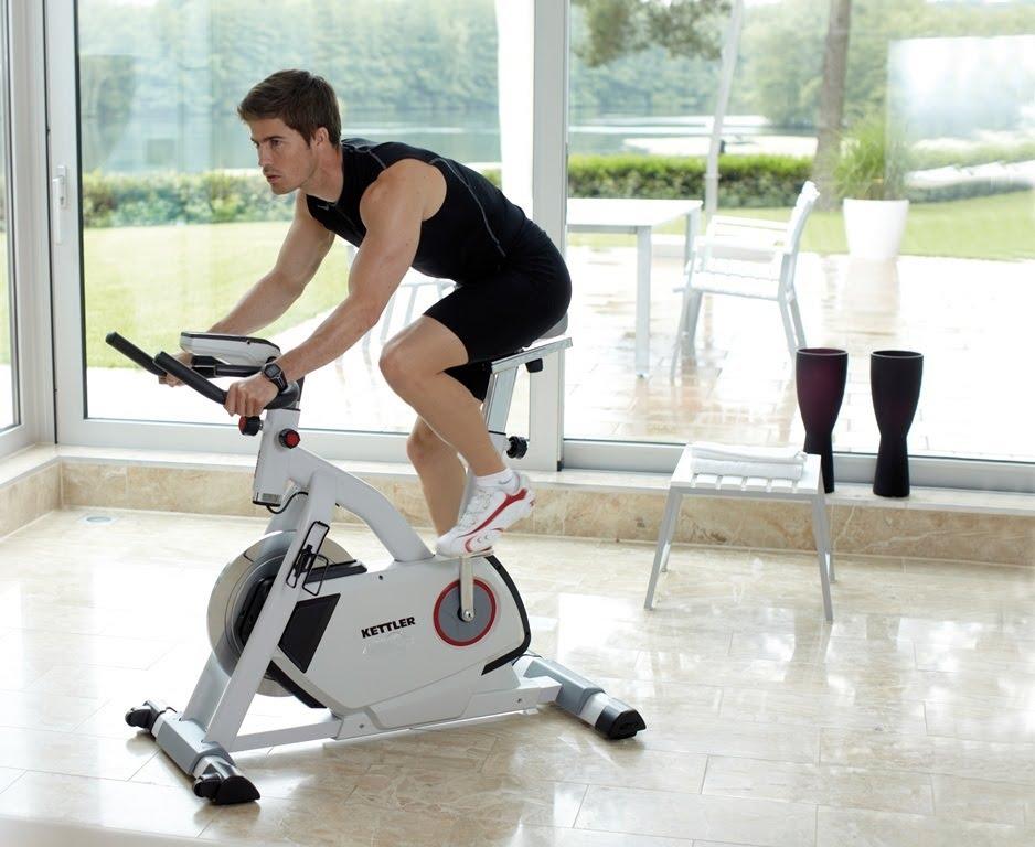 Вертикальный велотренажер: 3 популярные модели с фото, какие мышцы работают, сравнение с горизонтальным – какой лучше?