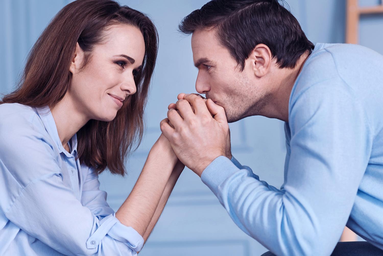 Ваша женская самооценка приучит мужа ценить, заботиться и помогать вам. мужская психология