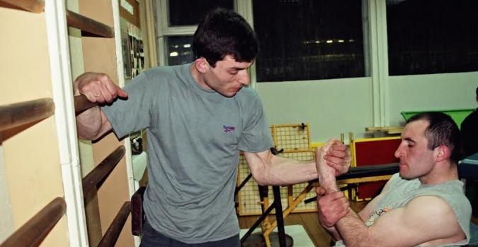 Как накачать руки для армрестлинга: секреты успешных тренировок