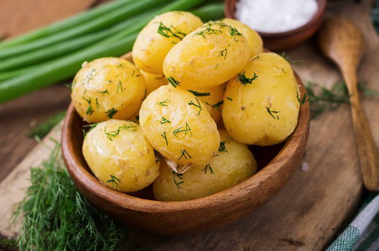 Польза картофеля сырого, вареного, жареного и печеного, состав и возможный вред - red fox day
