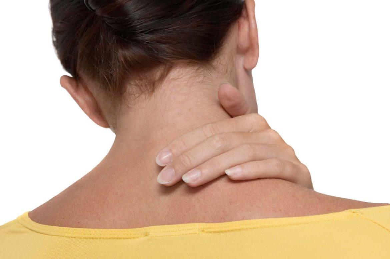 Болит шея после сна какой врач