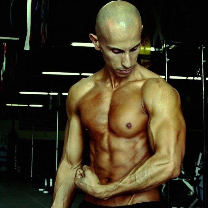 Тренировка фрэнка медрано —как накачать грудь в домашних условиях?