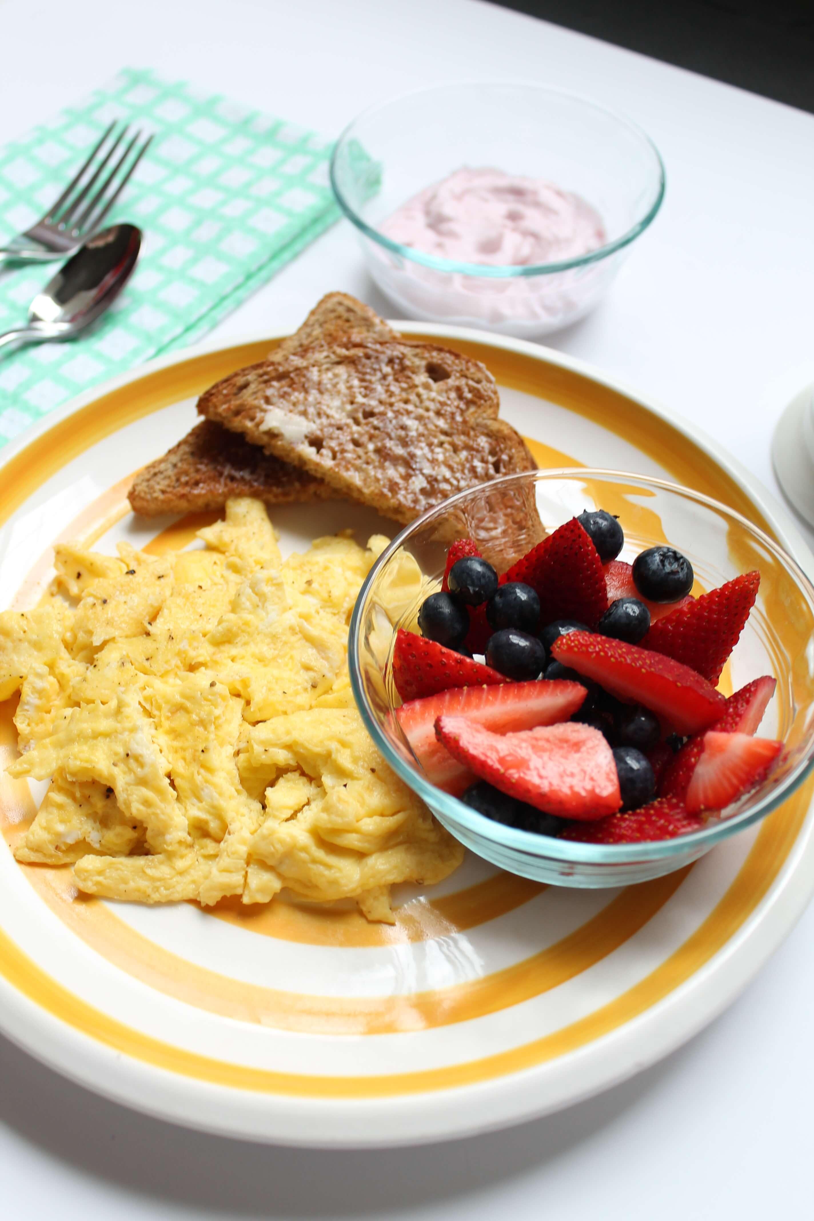 Полезный завтрак — что лучше всего кушать утром?