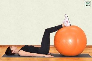 Упражнения для ягодиц на фитболе в домашних условиях для девушек