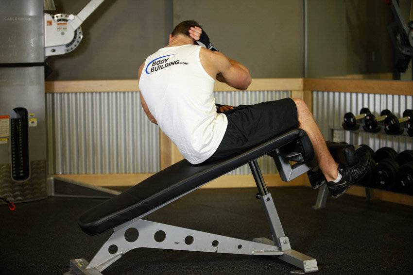 Скручивания на римском стуле: как выполнять, варианты упражнения, видео