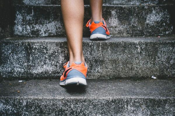 Обувь при плоскостопии: какую можно носить взрослым и детям, выбор кроссовок