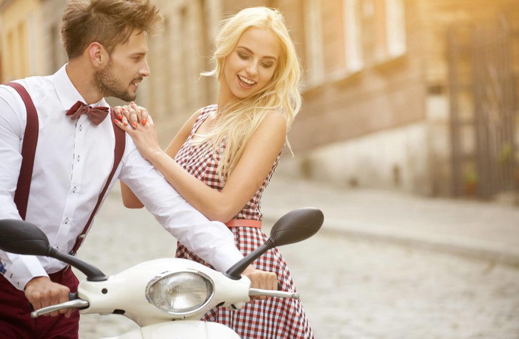 Как заинтересовать незнакомого мужчину: 9 проверенных способов