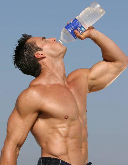 Как правильно пить воду при похудении и наборе массы?
