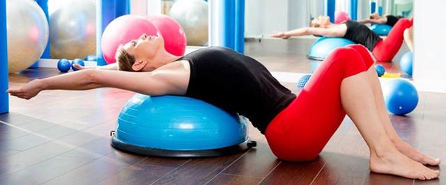 Упражнения на фитнес платформе полусфере bosu balance
