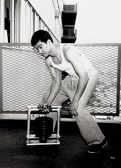 Тренировки и питание брюса ли: его уникальная методика