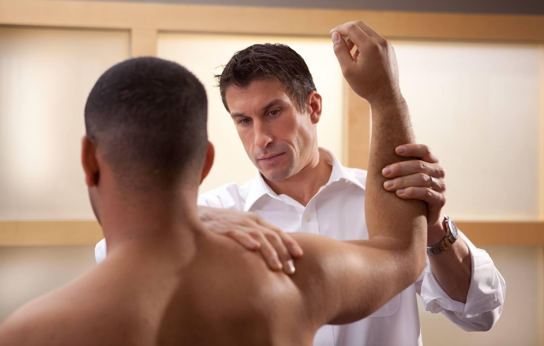 Спортивные травмы: виды, симптомы, первая помощь и лечение