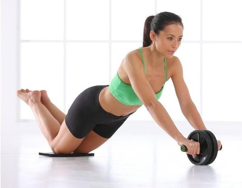 Упражнения для пресса с помощью гимнастического ролика для женщин и мужчин   rulebody.ru — правила тела