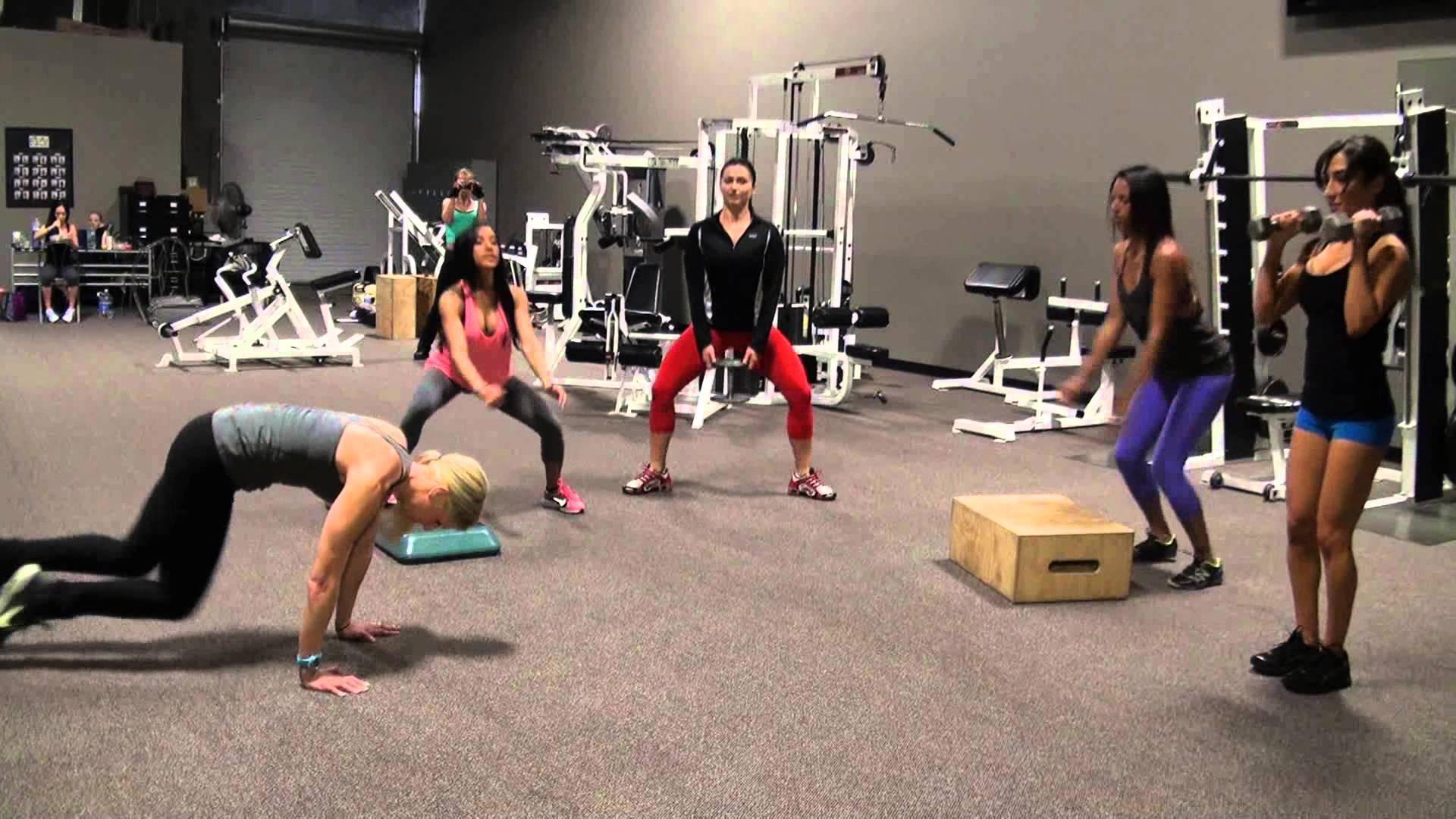 Круговая тренировка — что это? в чем плюсы и какие упражнения делать?