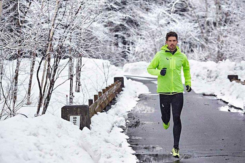 В чем бегать зимой на улице? как подобрать правильную одежу и обувь для пробежек зимой