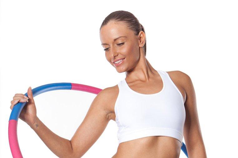 Как правильно крутить хулахуп: польза и вред от упражнений