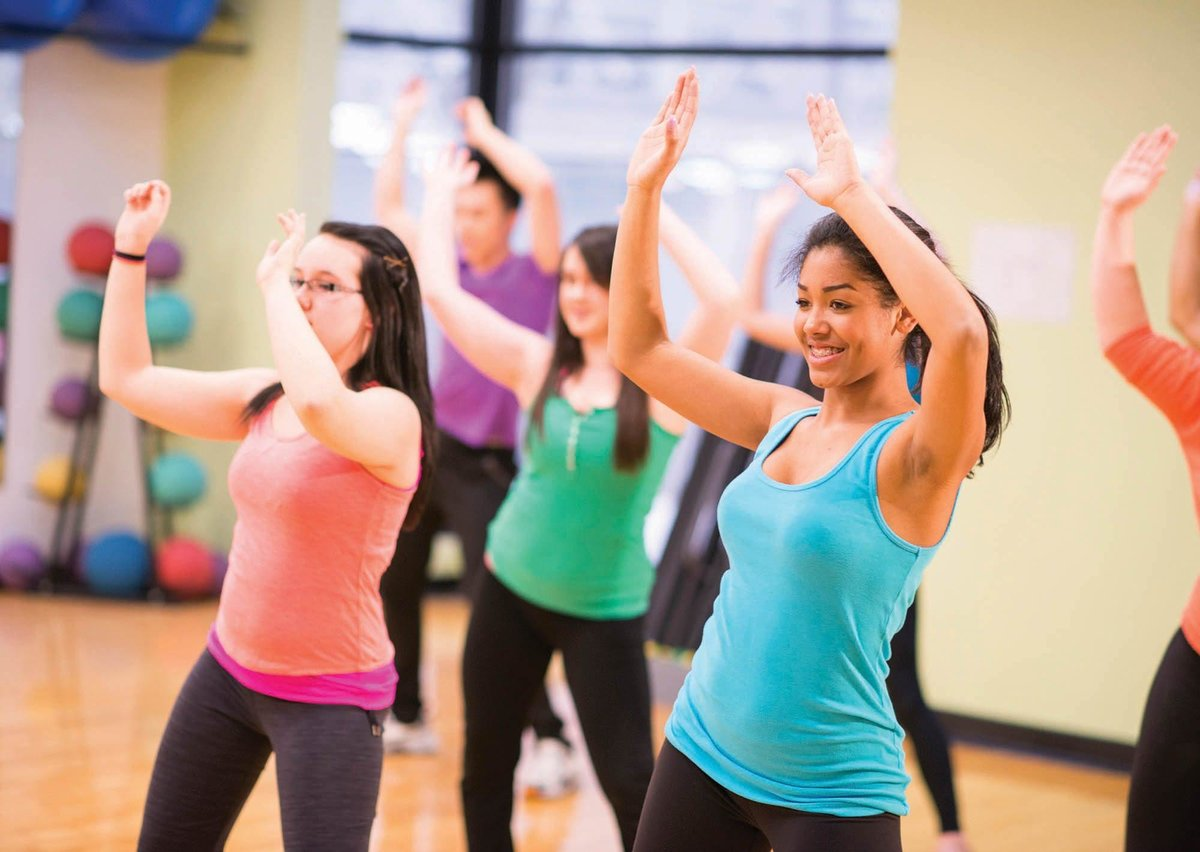 Базовые упражнения для занятий фитнесом для начинающих [эффективные упражнения для похудения в домашних условиях] - фитнес | доброхаб