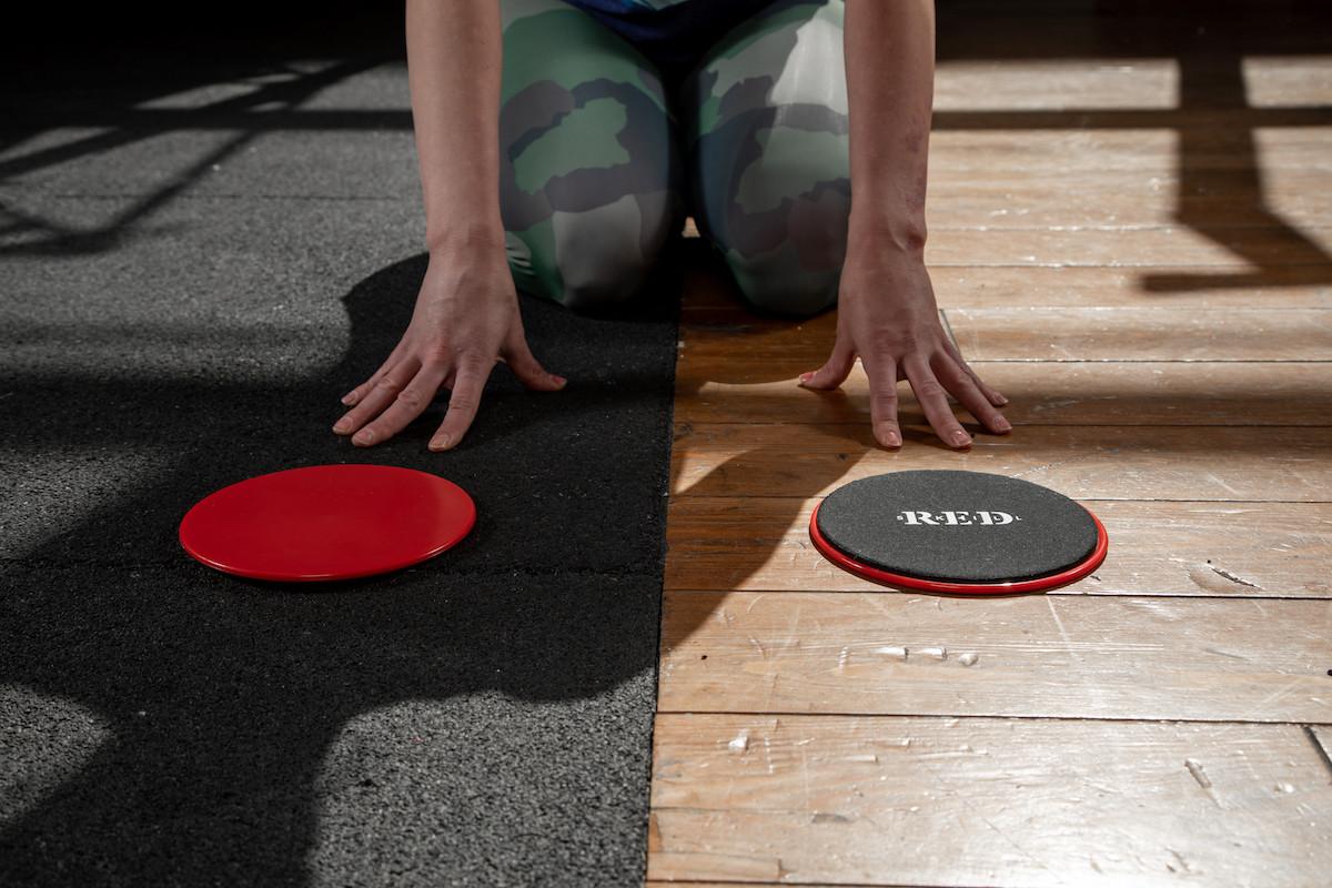 Онлайн или оффлайн тренировки? lenivo.fit о первых шагах в фитнесе
