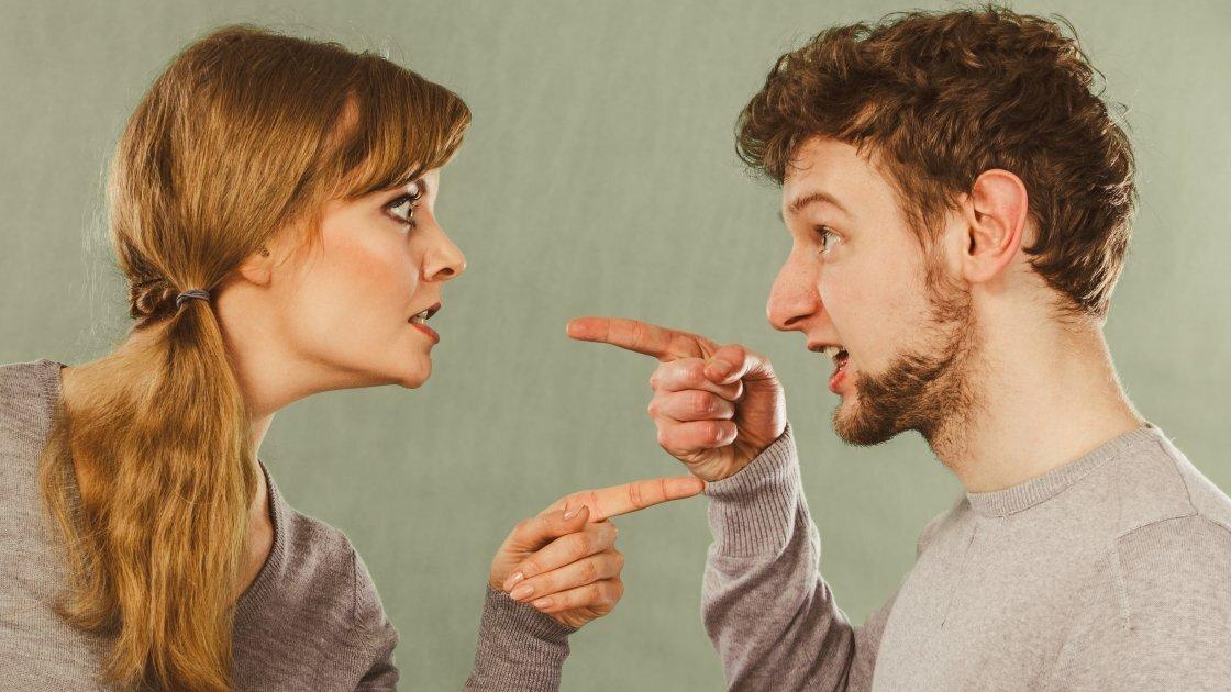 Дерзкие умные фразы в ответ на оскорбления — как реагировать достойно и красиво на хамство и грубость