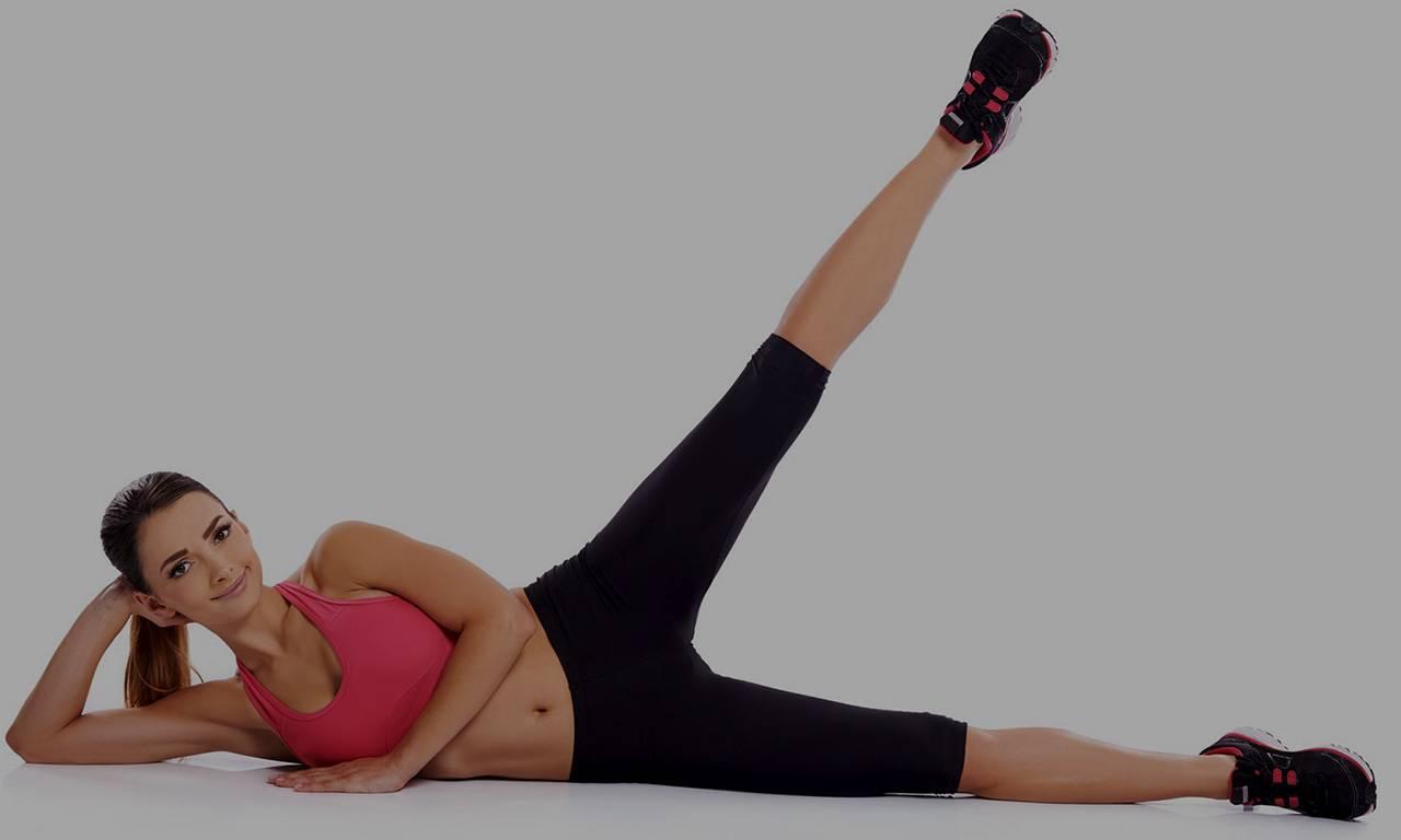 Махи ногами: виды упражнения для ягодиц и для похудения ляшек - назад в кроссовере, в сторону, вперед, стоя, на четвереньках, лежа