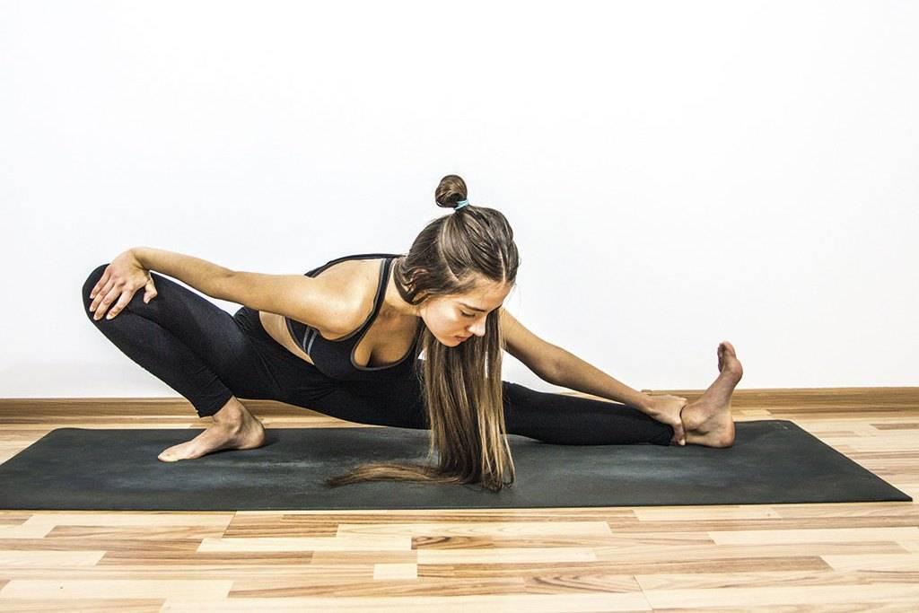 Утренняя растяжка всего тела для женщин и мужчин: комплекс для начинающих