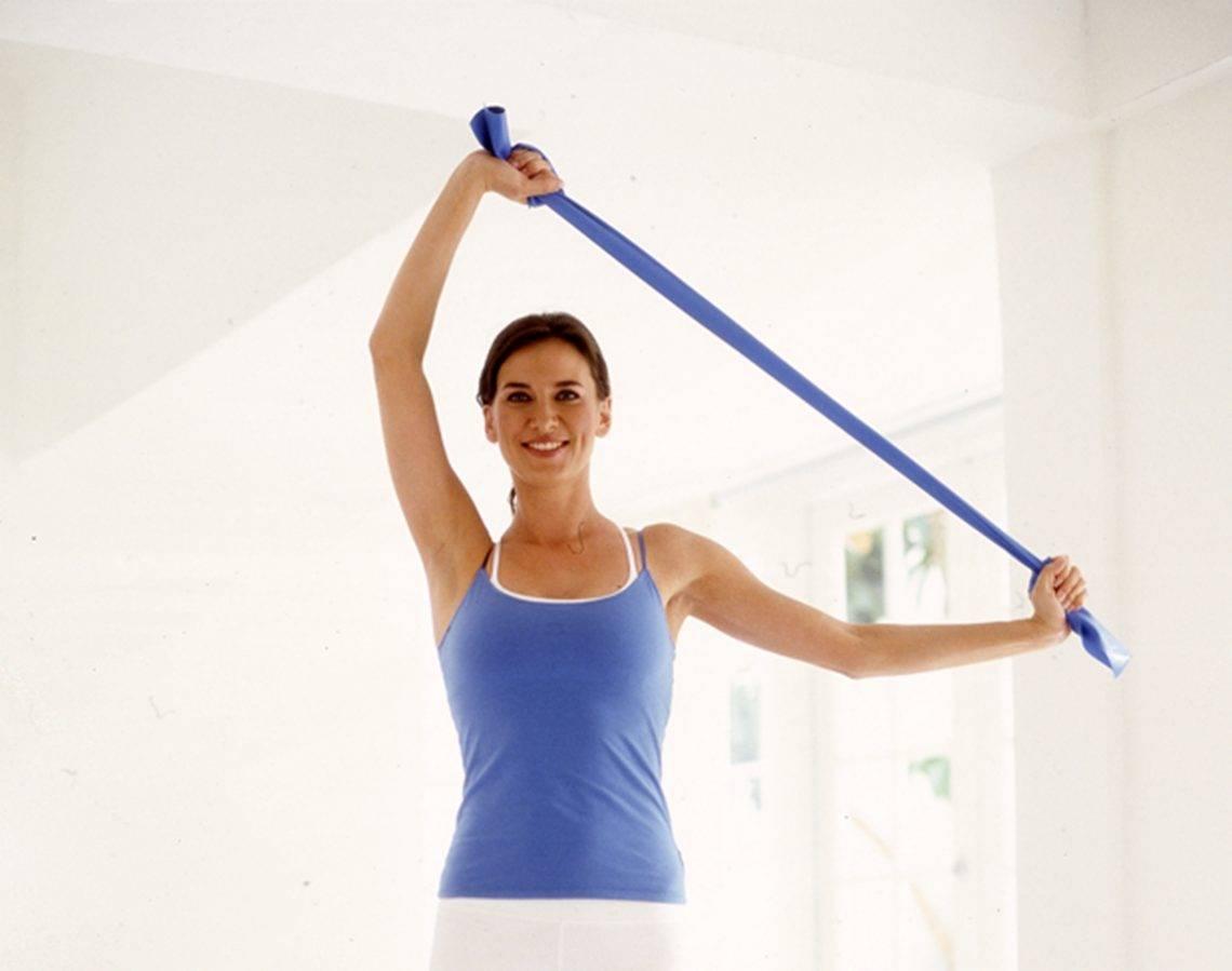 Упражнения с резиновой петлей для мужчин: эффективные мужские комплексы с резинкой для фитнеса