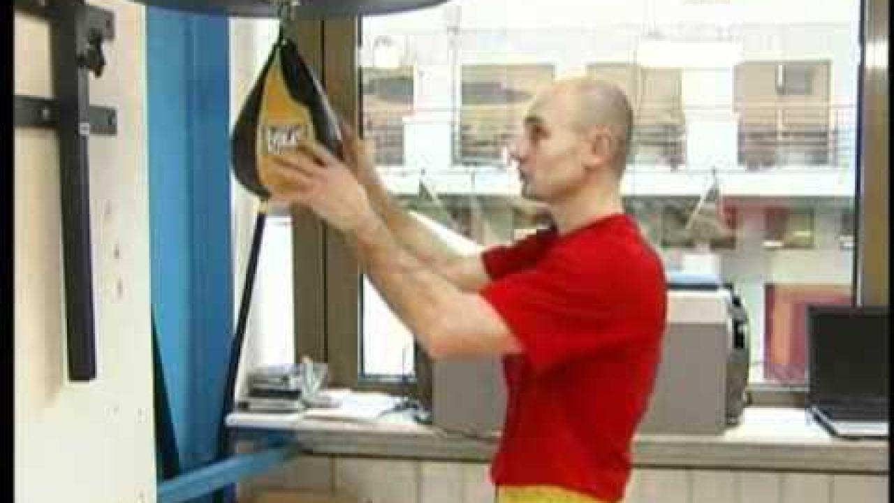 Как тренировать силу удара рукой - постановка и развитие удара