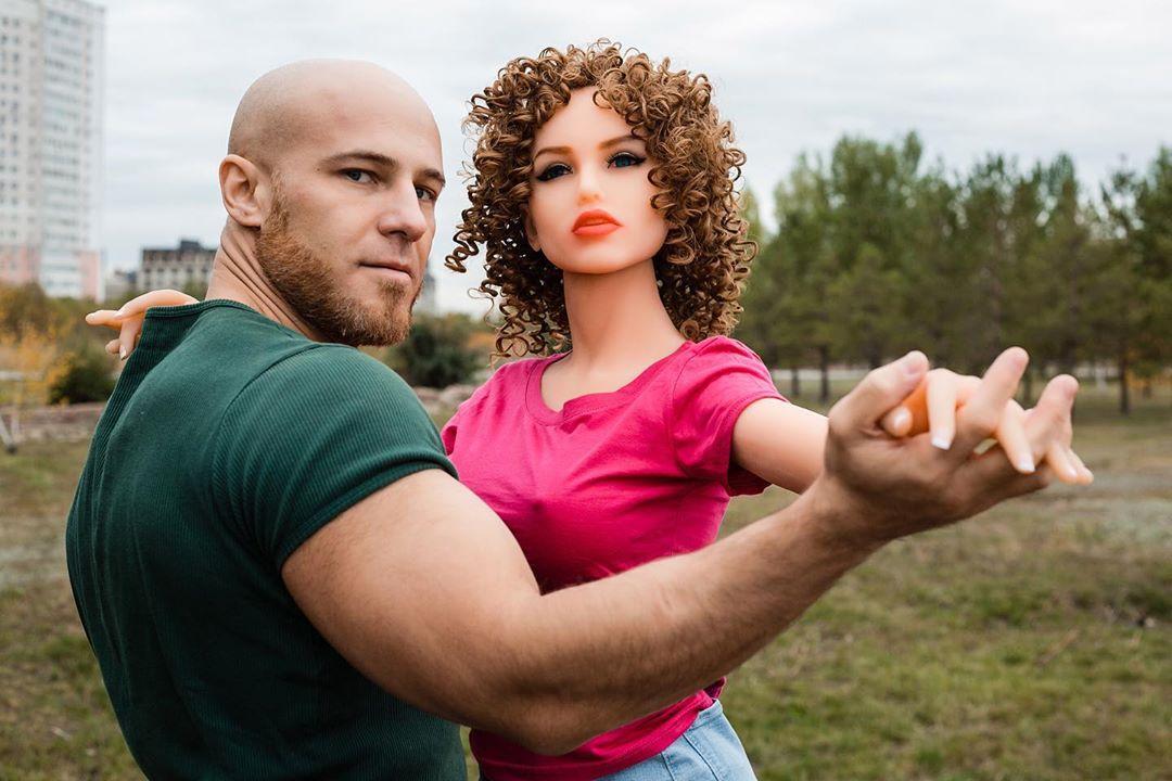 Юрий толочко и его кукла женщина киборг марго: биография бодибилдера, личная жизнь, в камеди, фото, женился