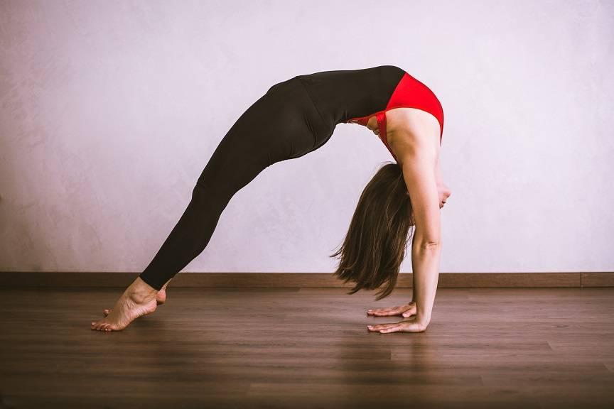 Как научиться делать мостик из положения стоя: комплекс упражнений
