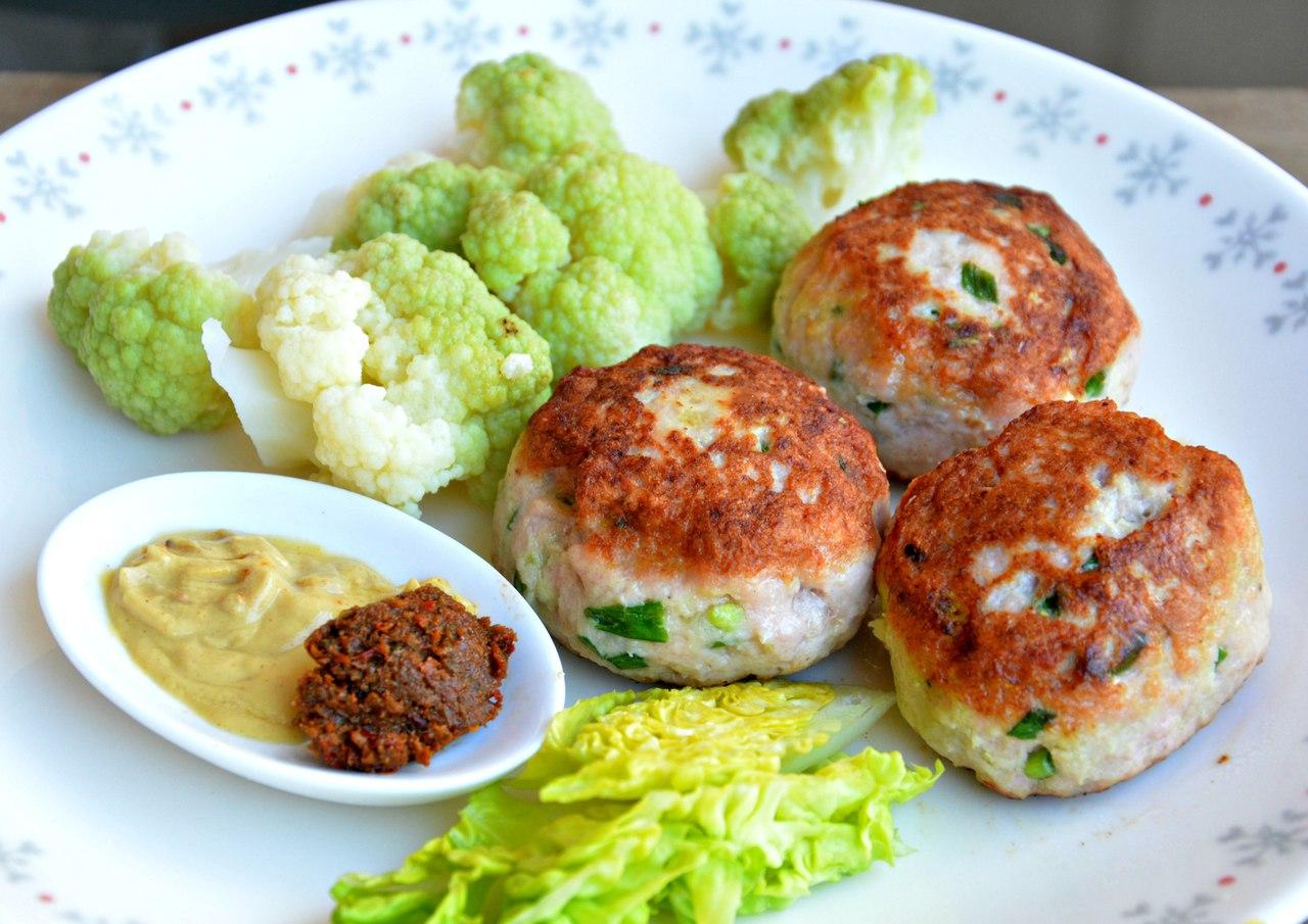 Рыбные котлеты: диетические рецепты на пару, в духовке