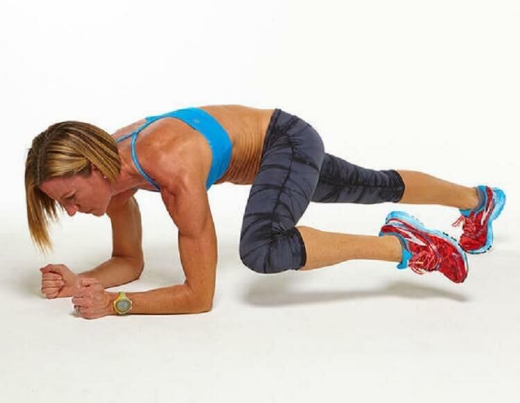 Как правильно выполнять подъём ног лёжа?
