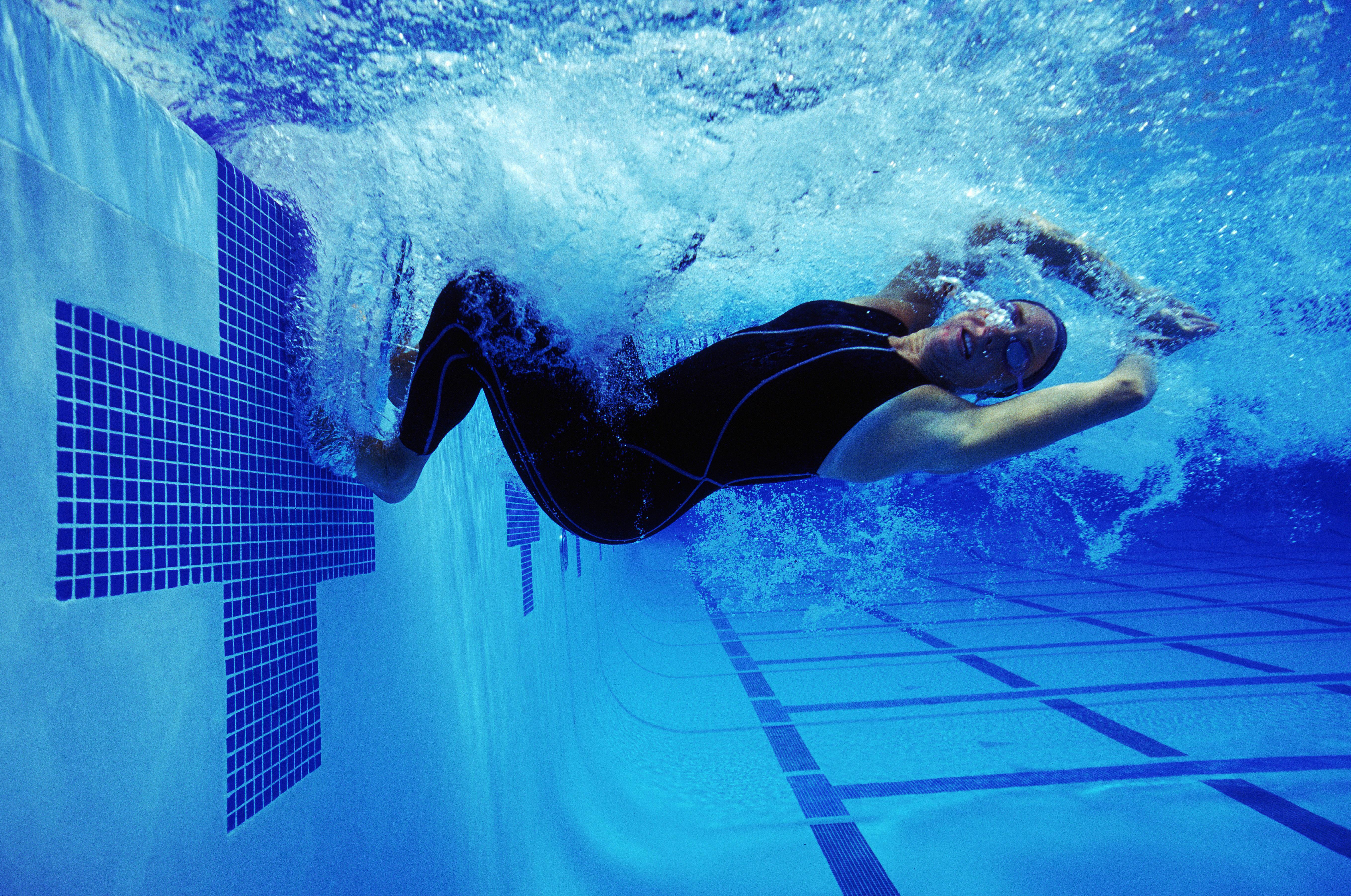 Какие мышцы работают при плавании в бассейне: обзор