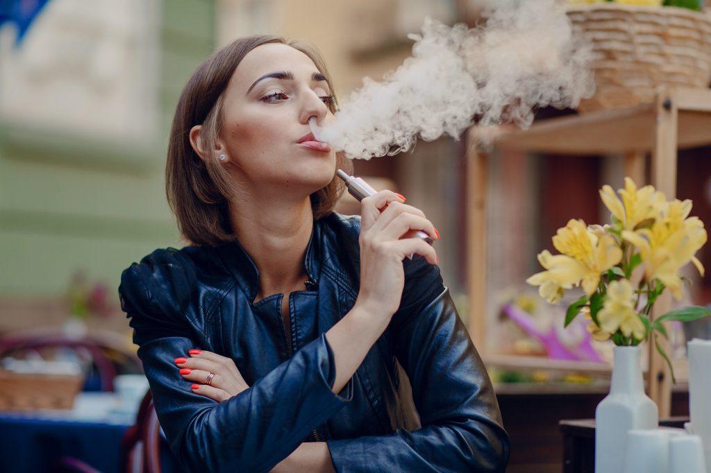 Правда ли что девушкам нравяться курящие мужчины? как то так) — обсуждай