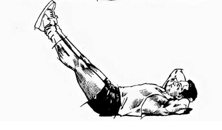 Подъем ног на наклонной скамье: видео и фото упражнения