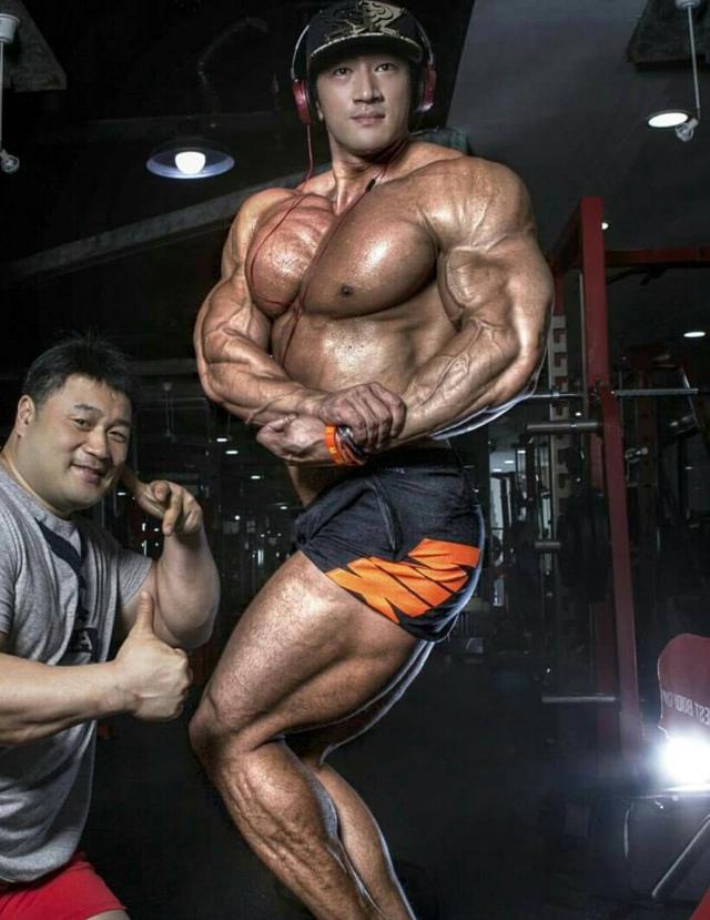 Чул Сун — корейский бодибилдер