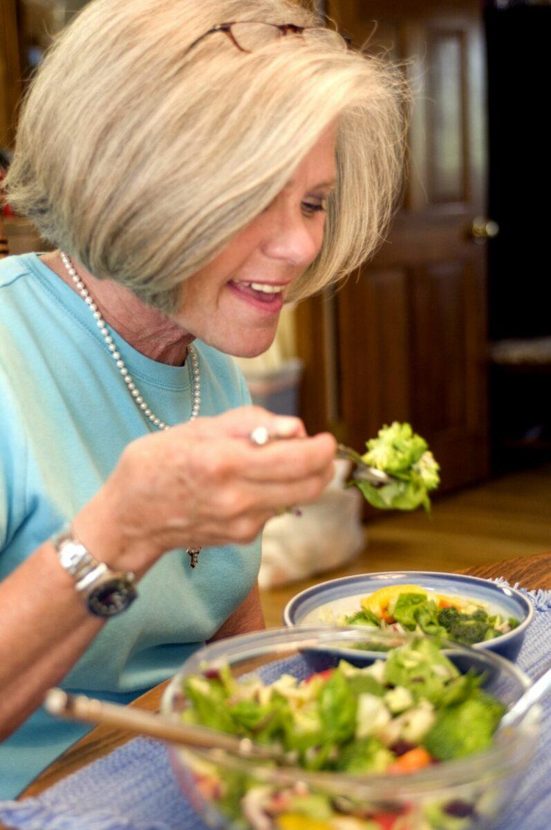 7 изменений в рационе женщин после 50 - питание для сохранения здоровья